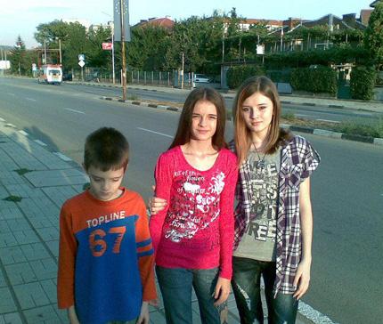 Трите българчета в Швеция са добре, властите опровергават майка им