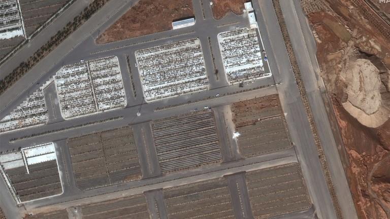 Сателитни снимки с масови гробове в град Кум подсказват, че