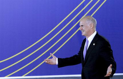 Първа оставка заради референдума на Папандреу
