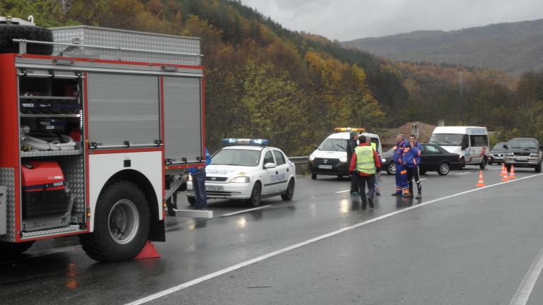 Двама загинали при катастрофа на пътя София-Варна
