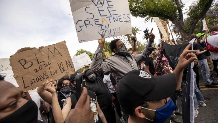 Протестите се разрастват в Лос Анджелис. Протестиращите се събираха пред