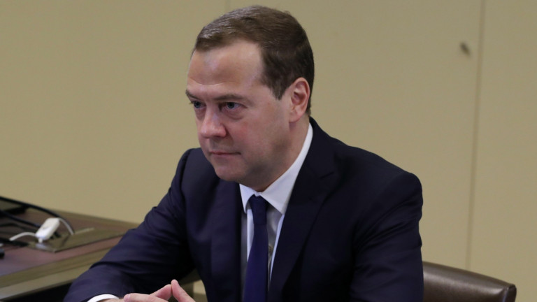 """Медведев плаши САЩ с """"ответни мерки"""", а Вашингтон обмисля още санкции"""