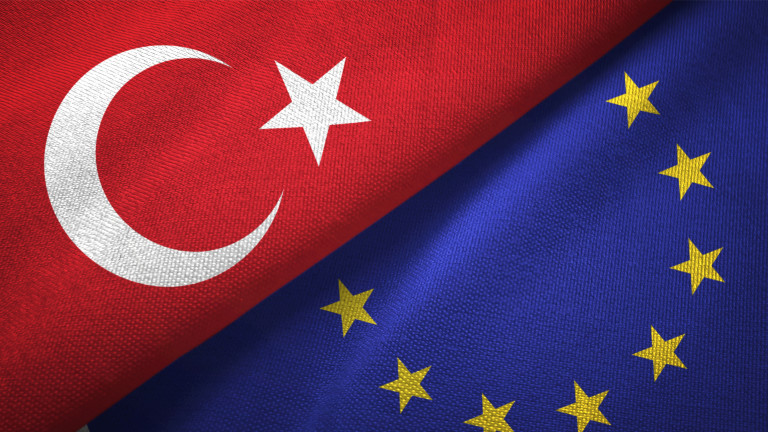Европейският съюз отрязва 75% от предприсъединителната помощ за Турция, съобщава