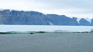 Гигантски айсберг се откъсна от Гренладния