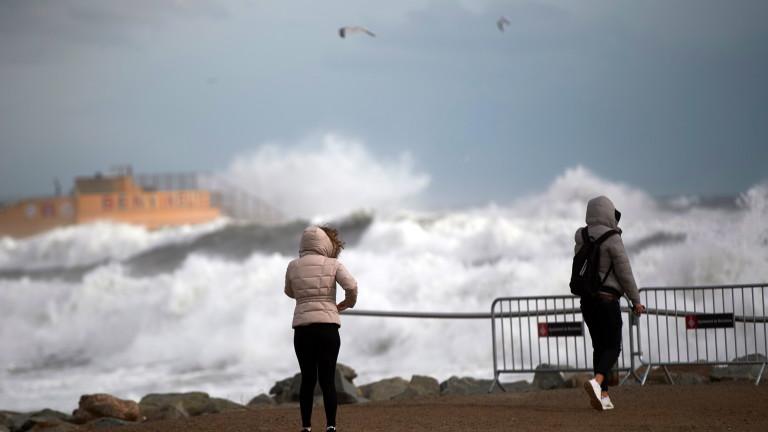 Четирима души загинаха при силна зимна буря, преминала през Испания,
