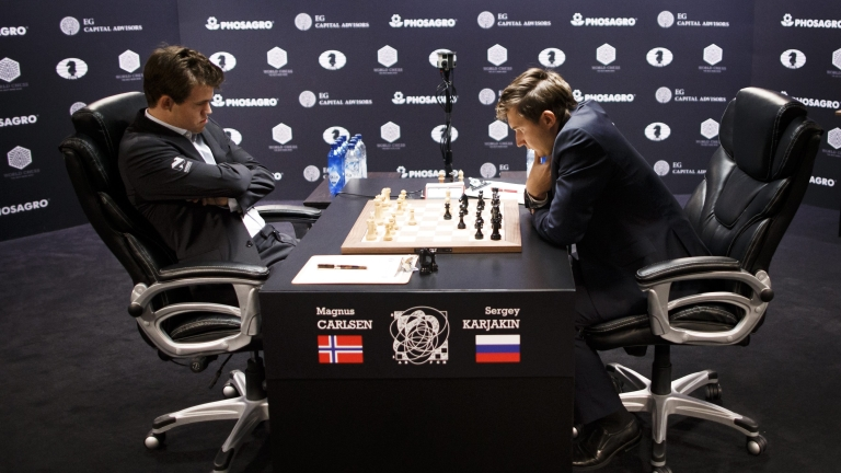 Карлсен изравни резултата в битката за шахматната корона