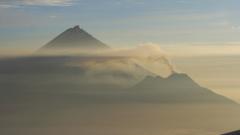 Вулкан изригна на Камчатка, застрашава авиацията