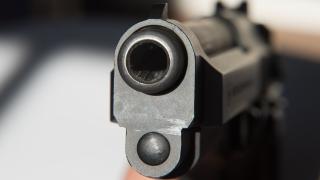 Пистолет срещу главата на жена заради подпряна кола