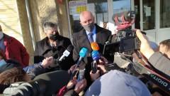 Трима рецидивисти пребиха и ограбиха 92-годишна жена и мъжа, който се грижи за нея