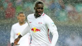 Арсенал възобнови интереса си към Дайо Упамекано
