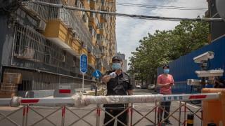 Пекин отново затвори училищата и призова хората да не напускат столицата