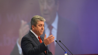 Правителството е слабо, тръгваме на борба срещу модела ГЕРБ, закани се Първанов