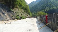 Тунелът на пътя за Рилския манастир е наполовина готов