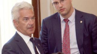 Д. Стоянов: Оставам в Атака
