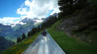 Пързалка от върха на Алпите (ВИДЕО)