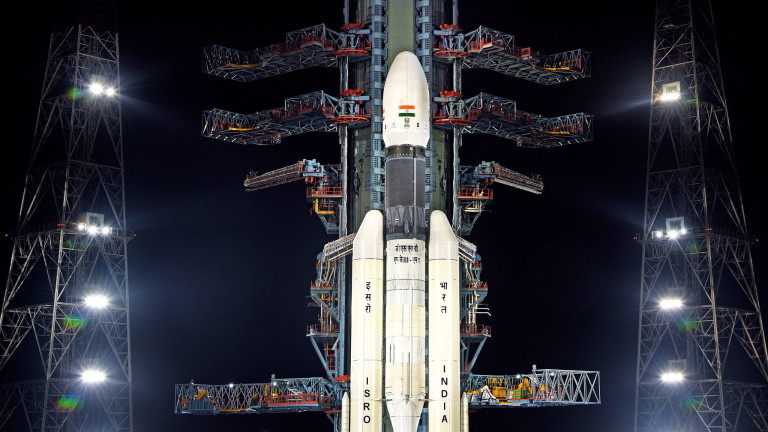 Най-тежката ракета на Индия GSLV Mk-III успешно потегли към Луната