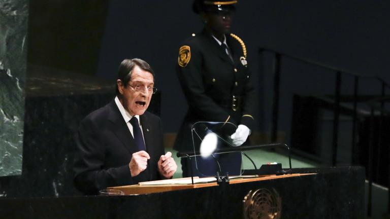 Пукнатина на предното стъкло върна самолета на президента на Кипър в Ню Йорк
