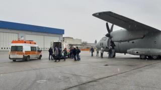 Самолет превози наши медици за донорска ситуация