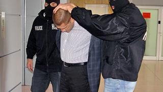 Арестуваха ексвоенния министър при опит да подкупи следовател