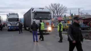 Наши превозвачи на контра срещу гръцки фермери