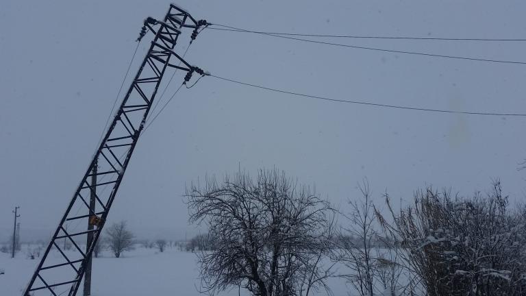 Без ток останаха няколко села край Сливен заради силния вятър