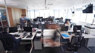 Защо служителите, работещи повече от 2 години на едно място, получават 50% по-ниски заплати?