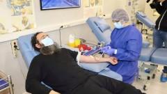 Свещеници дариха кръв във ВМА