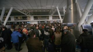 3 авиокомпании спират полети до София