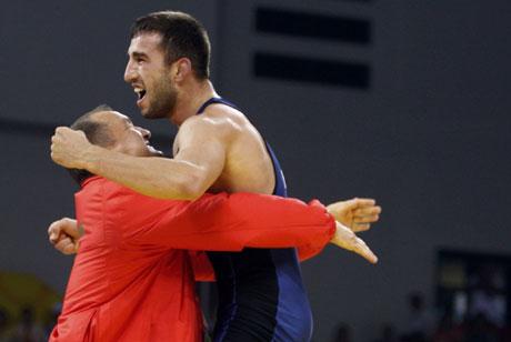 Олимпийски медалист ще се състезава във Франция