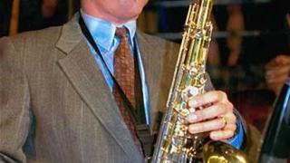 Бил Клинтън подари най-скъпия си инструмент на музей