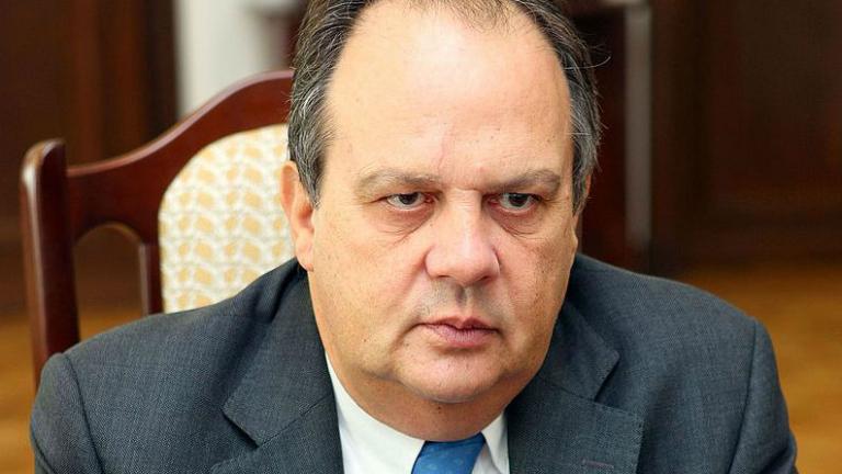 Португалският министър на културата подаде оставка заради закана във Фейсбук