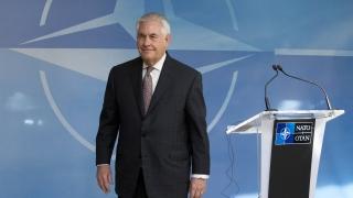 Сенатори зоват Тилърсън да се срещне с демократично мислещи активисти в Русия
