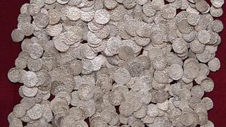 НИМ намери пари за откупуване на 4-те монетни съкровища