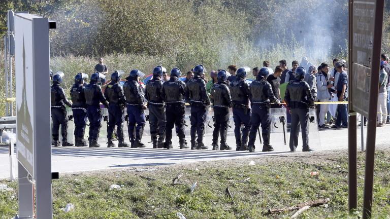 Десетки ранени и арестувани при бой между мигранти в Босна