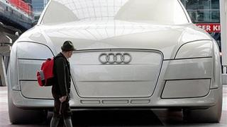 Скулптура на Audi TT шашка туристите в Мюнхен