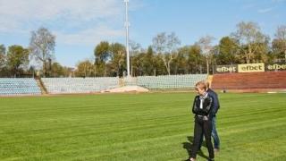 Не една, а две козирки на стадиона в Русе