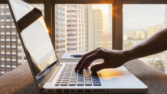 Едва 8,6 на сто от предприятията продават онлайн