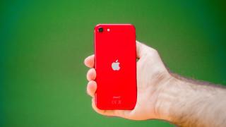 Продажбите на iPhone остават стабилни насред 20% срив на пазара