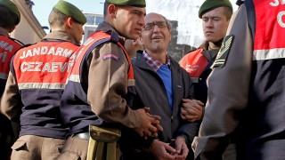 Освободиха писателя критик на Ердоган от ареста в Испания