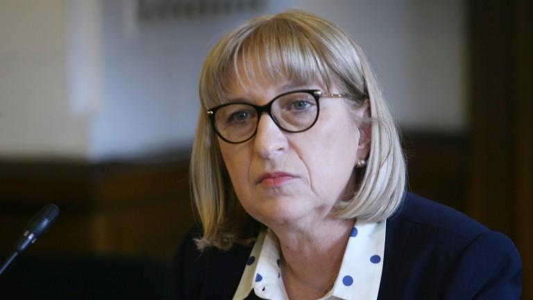 Канят Цецка Цачева на протеста на надзирателите