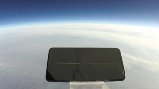 """Китайски смартфон падна от 31 километра и """"оцеля"""""""