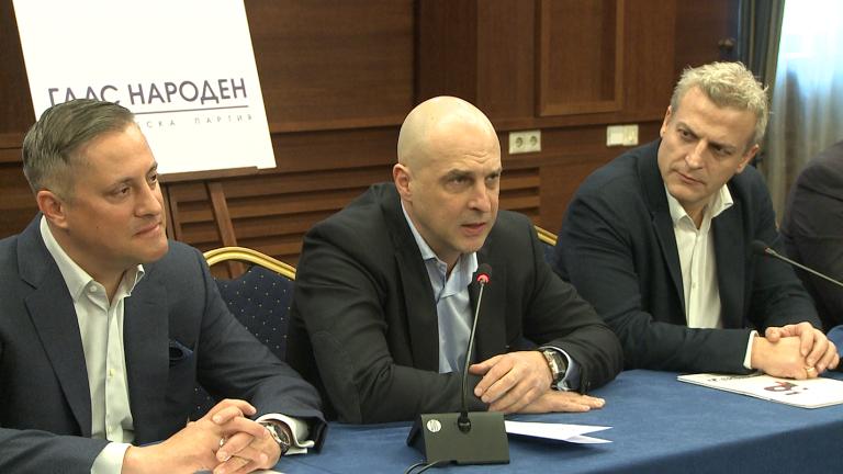Светльо Витков не може да се прекърши да целуне знамето и да отиде в БСП