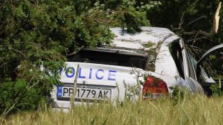 Кола се вряза в патрулка