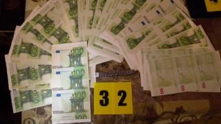 Разбиха престъпна група печатала фалшиви долари и евро в изоставена механа