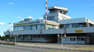 Самолет излезе от пистата на летище - Варна