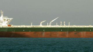 В Европа наемат танкери за съхраняване на бензин. На сушата хранилищата са пълни