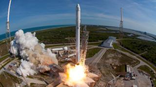 Първият български сателит излита в Космоса тази вечер