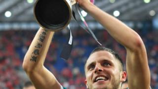 Бъдещият таран на Левски е шампион по обикаляне на отбори