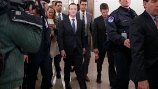 Facebook може да загуби до $2 милиарда приходи заради скандала