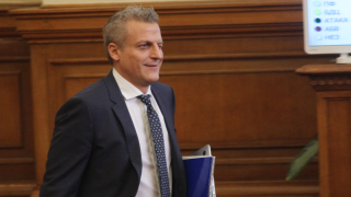 Никой не държал насила служителите в МЗ, призна Москов